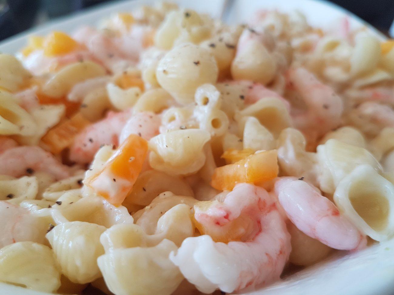 Salade de pâtes aux crevettes à l'ail