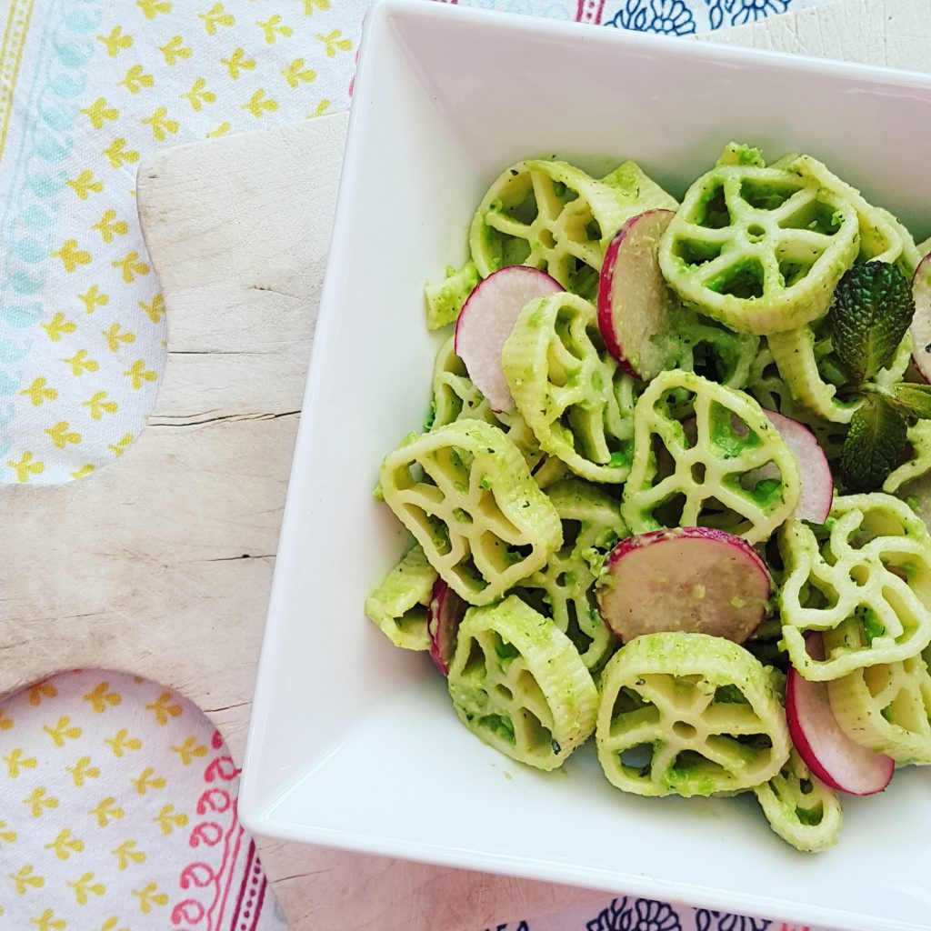 Salade-de-pates-pesto-petitspois-et-radis-raisonetgourmandise