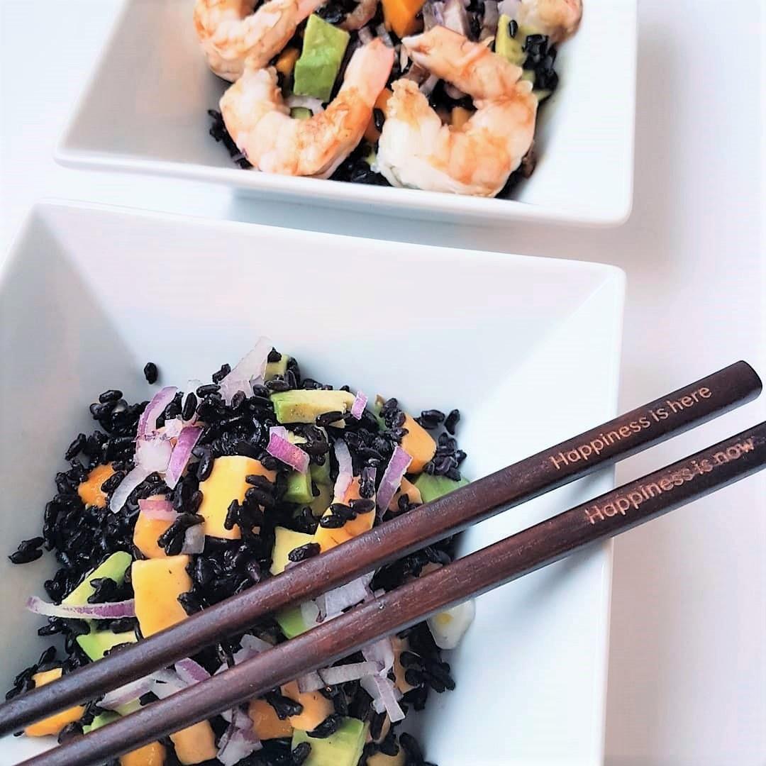 Salade de riz noir, avocat et mangue