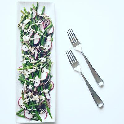salade-tiede-feves-vertes-sauce-cremeuse-sansproduitslaitiers-raisonetgourmandise