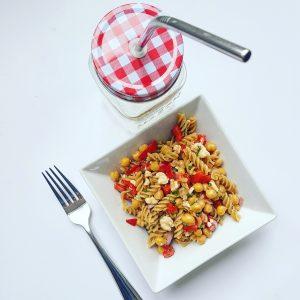 Salade-de-pâtes-pois-chiches-féta-et-vinaigrette-au-vin-rouge(2)