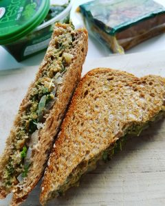 sandwich-grillé-pesto-vegepate-fontainesante-raisonetgourmandise