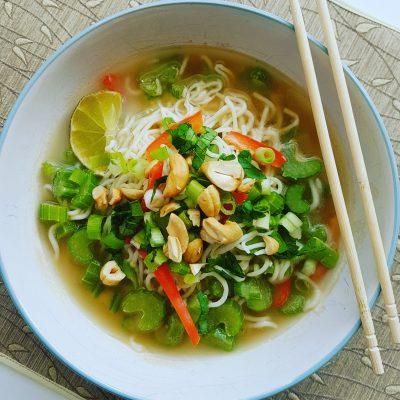 soupe-repas-nouilles-konjac-asiatique-arachide-et-gingembre-raisonetgourmandise