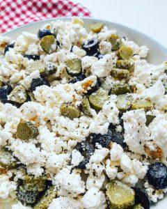 pop-corn-tout-garni-olives-feta-cornichons-raisonetgourmandise