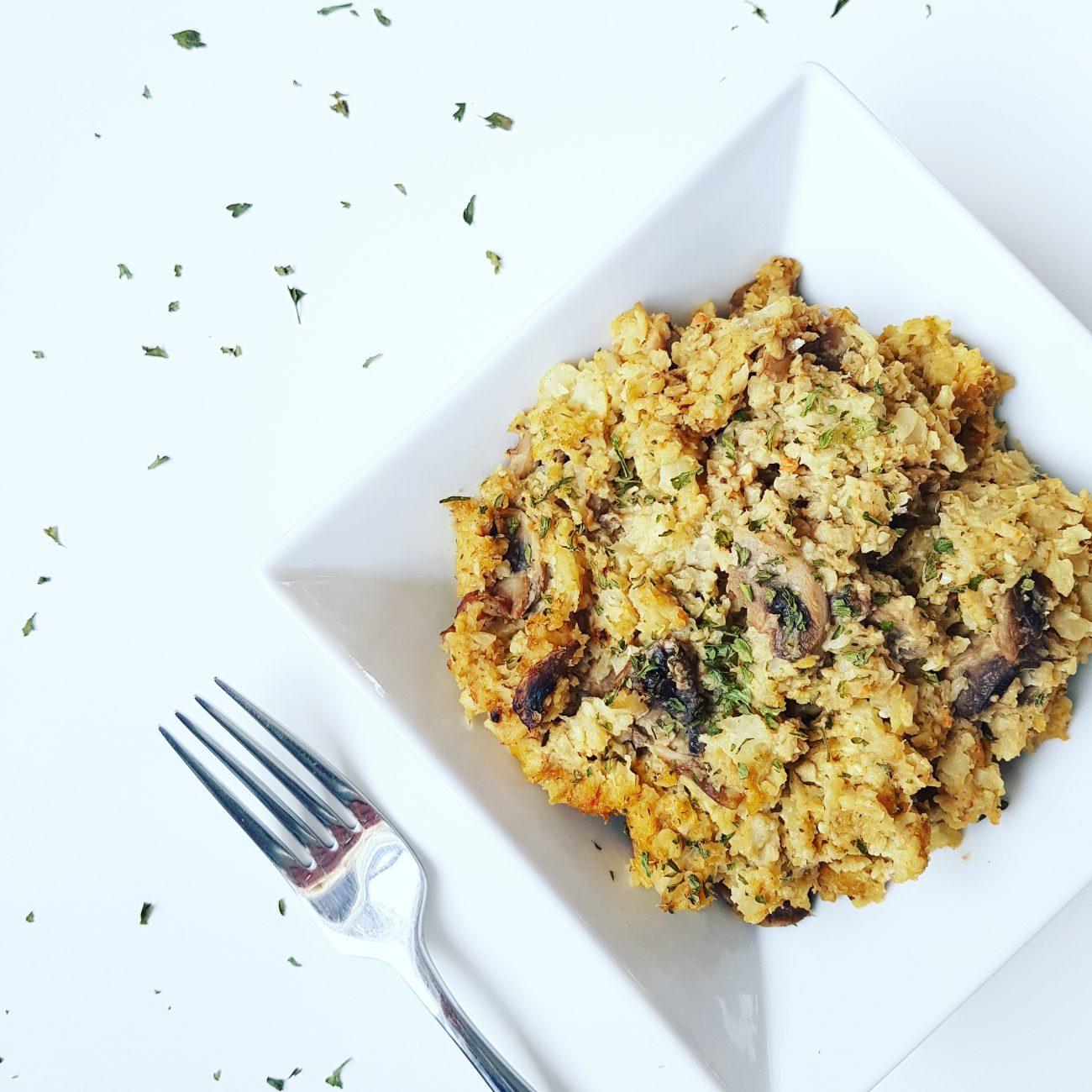 Risotto végétalien, léger et protéiné au riz de chou-fleur, champignons et végé-pâté