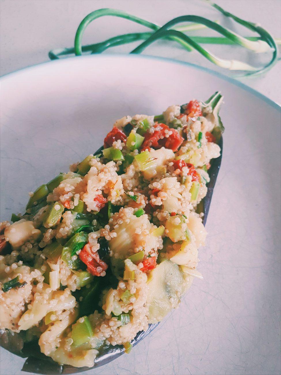 Aubergine farcie au quinoa et aux tomates séchées