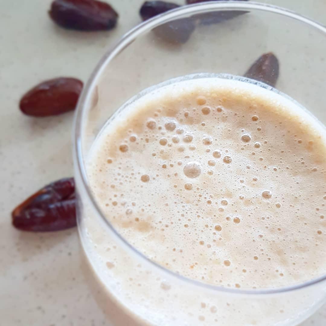 Lait frappé aux dattes (milkshake)