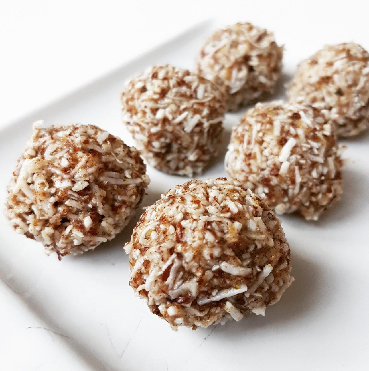 Boules d'énergie à la noix de coco et aux graines de lin