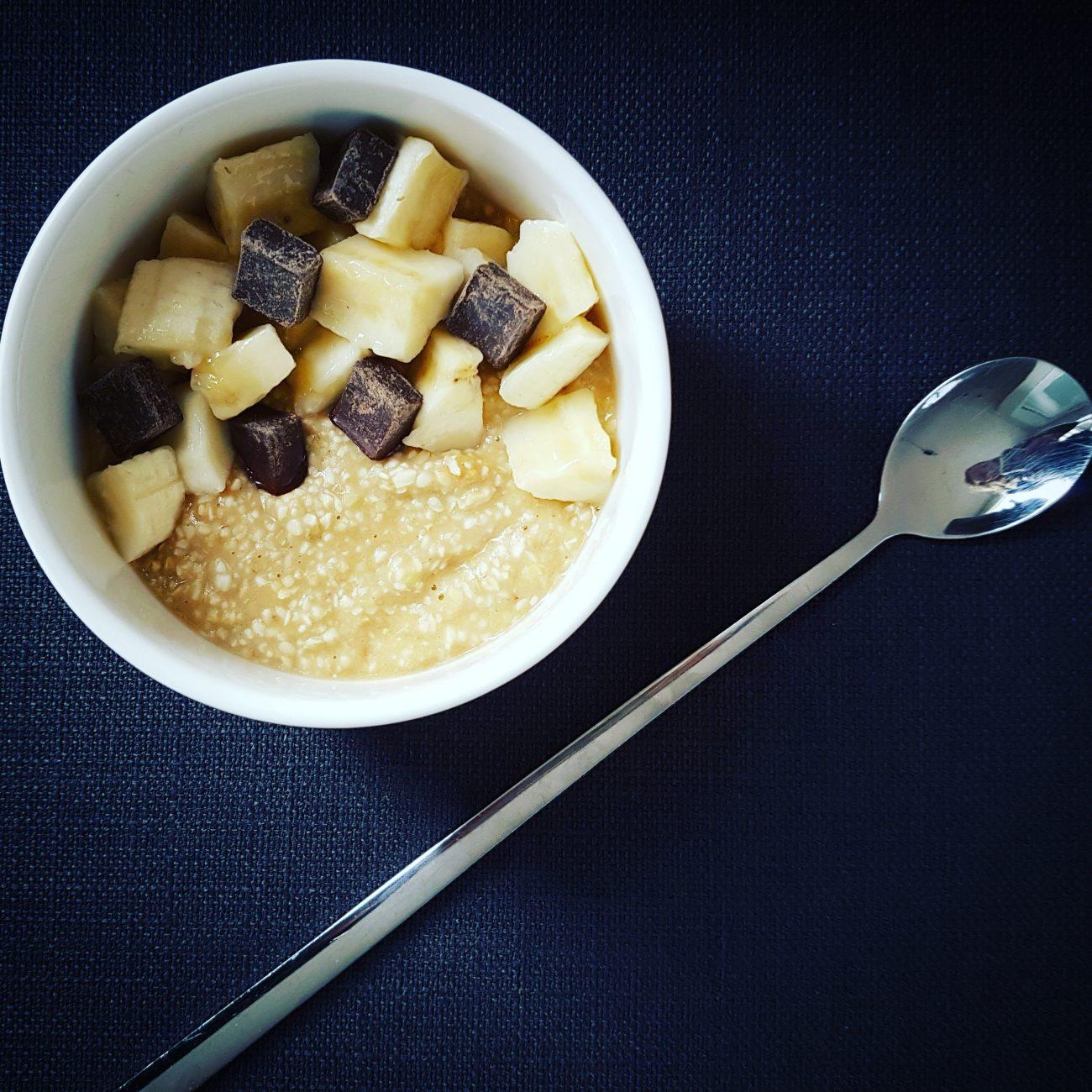 Banana, chocolate and peanut buckwheat porridge