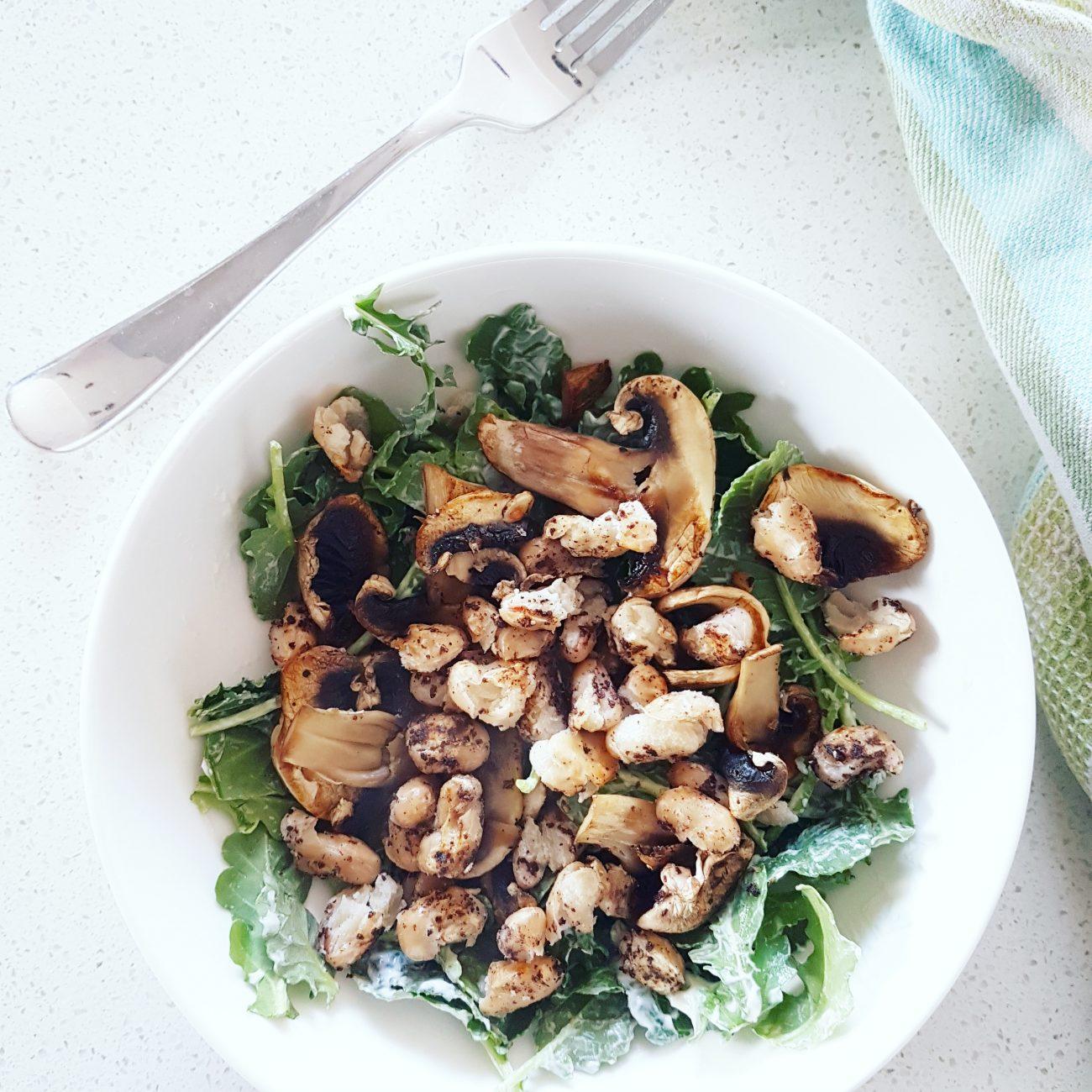 Salade crémeuse aux champignons et haricots blancs rôtis